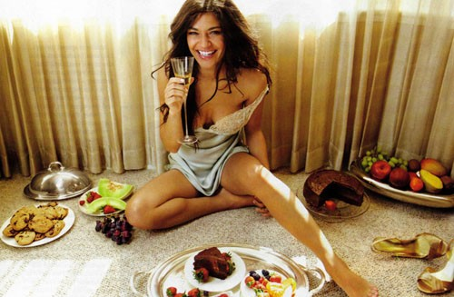 cropped-muscle-pyramid-jessica-szohr-eating.jpg